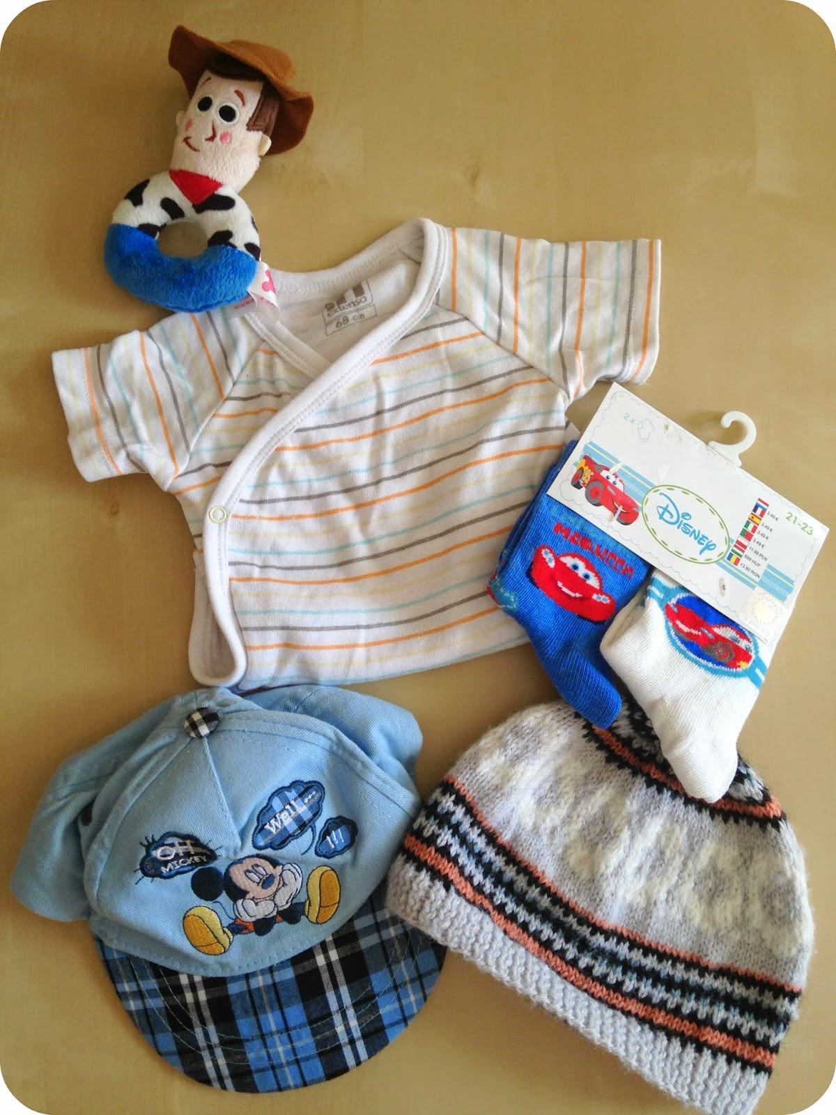 body-chapeau-accessoires-indispensables-pour-naissance-bebe