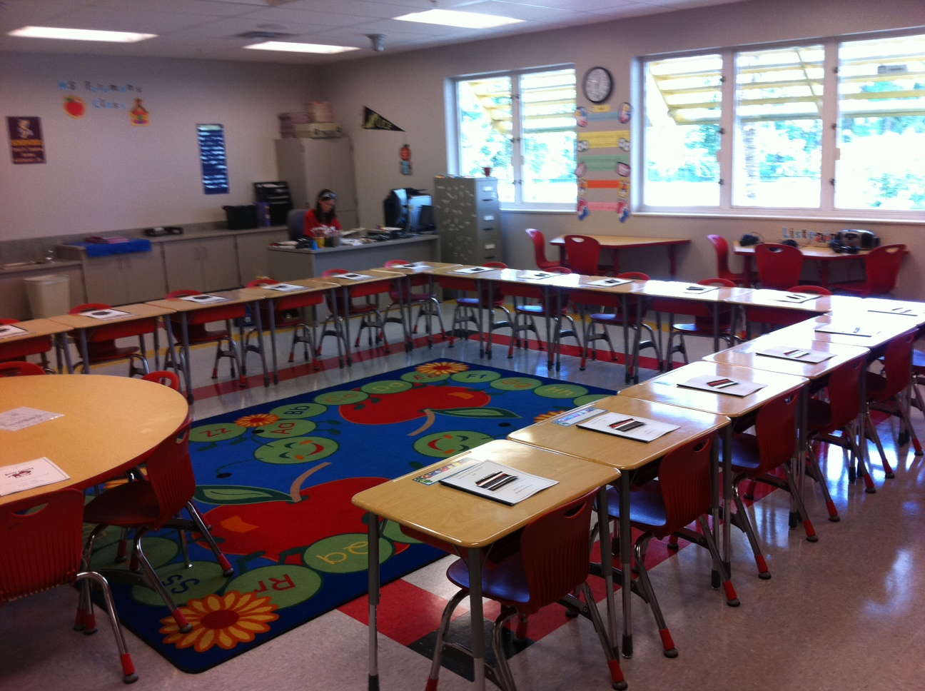 Classroom Layouts Elementary ~ Simply elementary my daughter s classroom