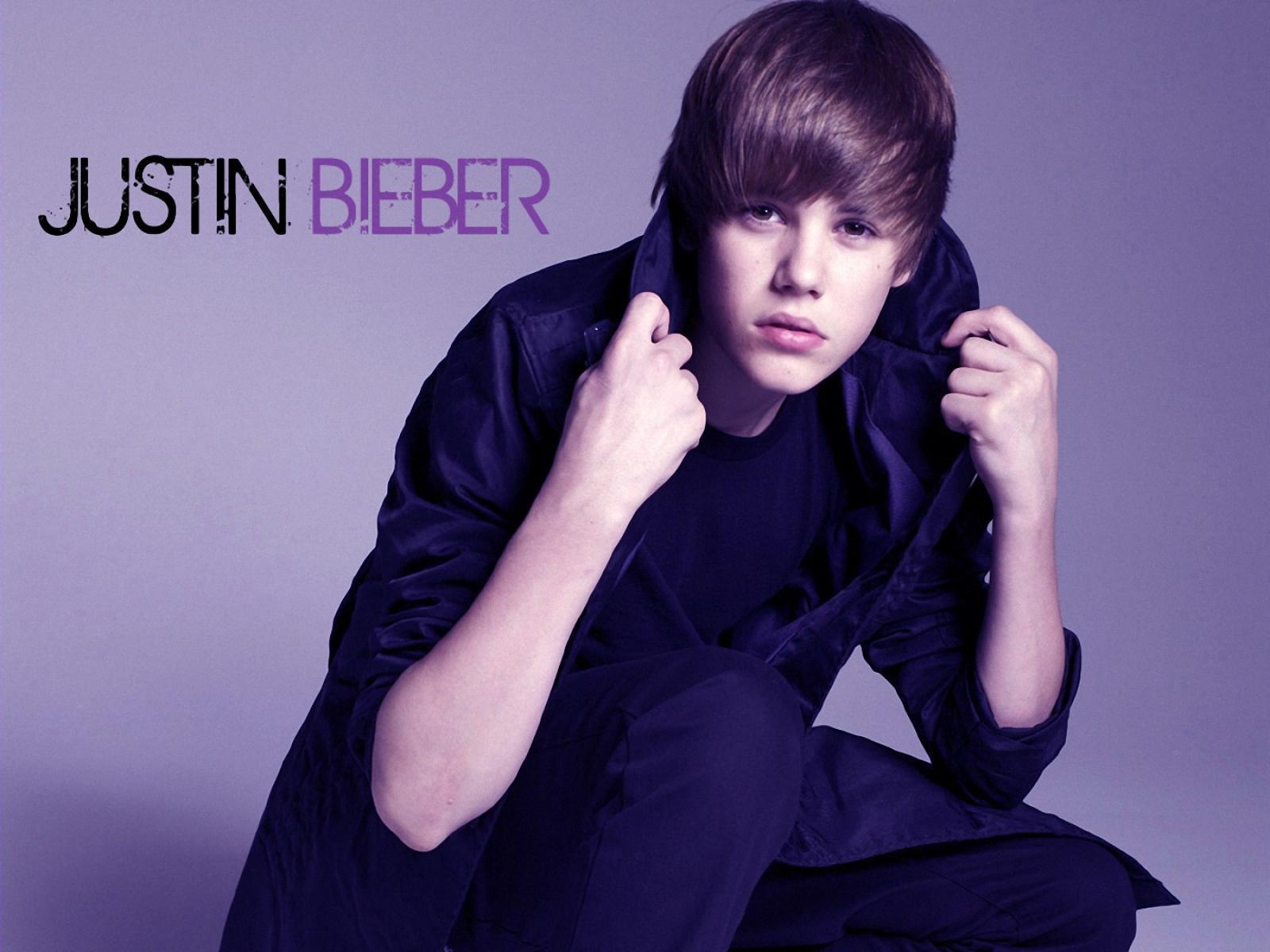 Cool Justin Bieber in Blue