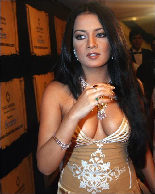 pakistani actress without dress megaupload » Rapidshare Hotfile
