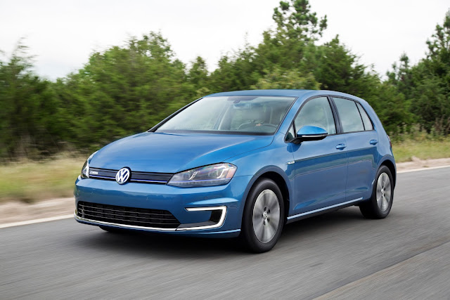 Front 3/4 view of 2015 Volkswagen e-Golf