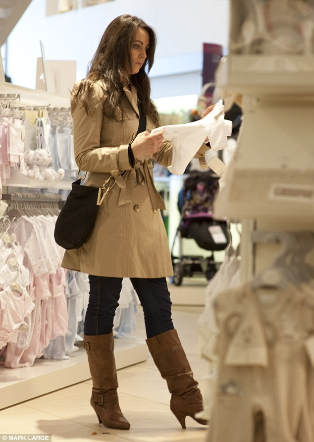 Kate Middleton Looks Too Forward Eyes Up On Baby Clothes Ellicson 39 S Fashion Blog Comme Mode