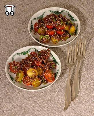 Szybko Tanio Smacznie - Sałata z czerwonej komosy i pomidorków koktajlowych
