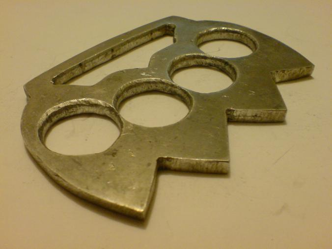how to make knuckle dusters in the escapist