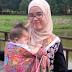 Babywearing menggunakan kain batik lepas