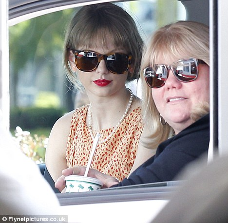 Taylor Swift Concerts California on Have You Home  Taylor Swift And Her Mother Andrea Headed To California