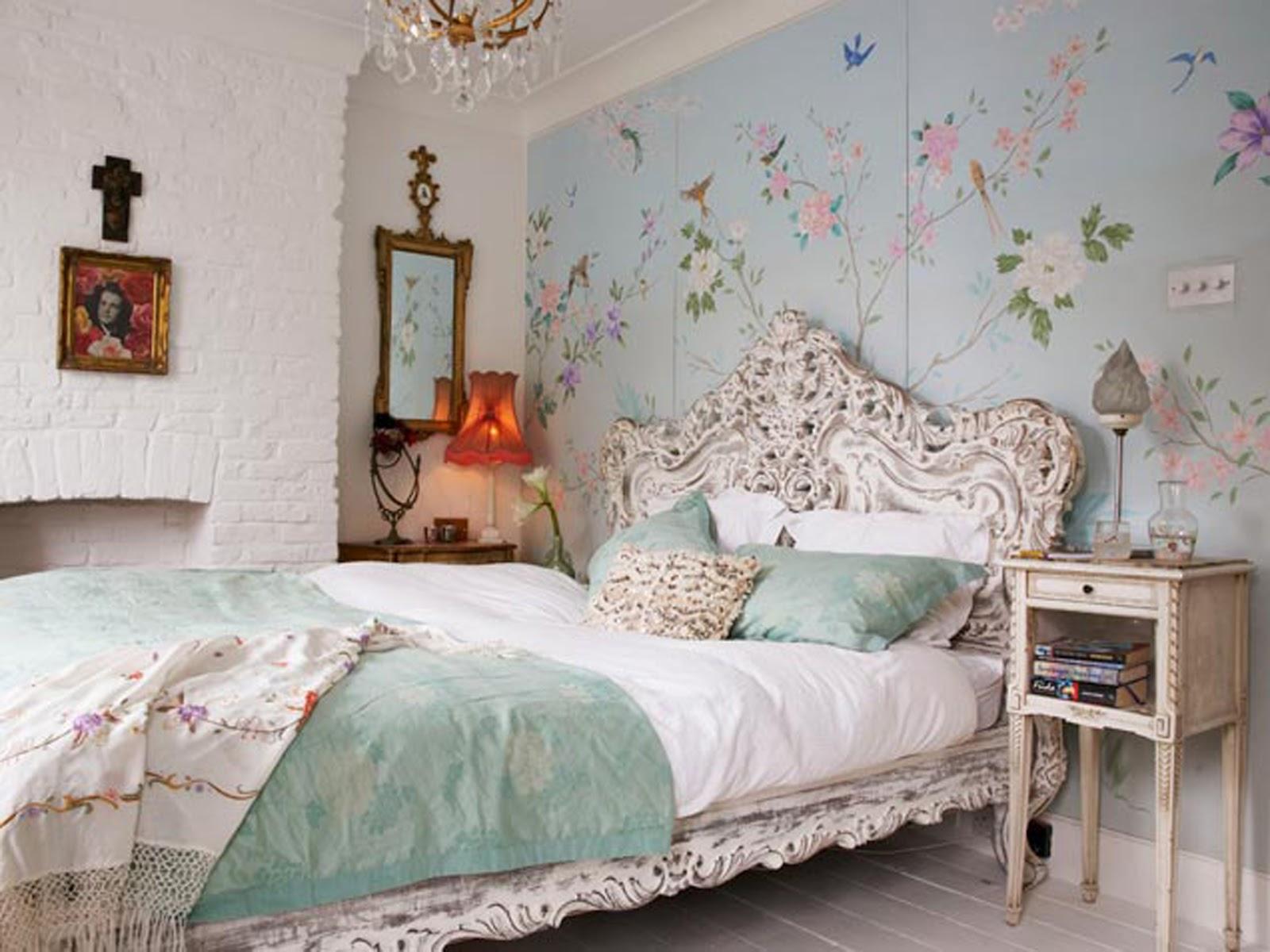 Дизайн спальни с цветочными обоями фото