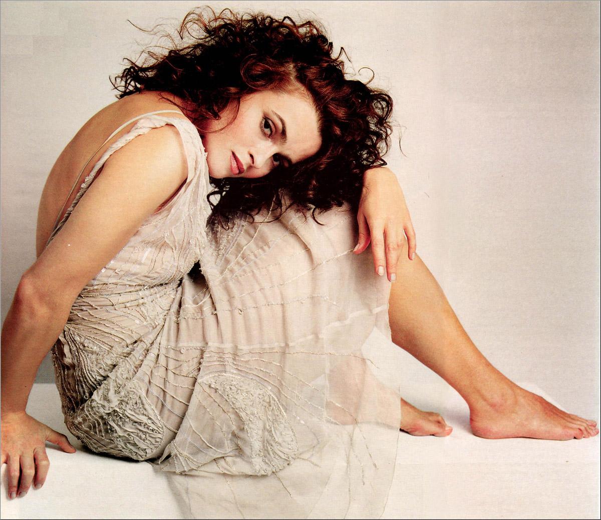 http://1.bp.blogspot.com/-jzLvWy_qCVs/TiLhTJpk1LI/AAAAAAAAZBs/lPAXNKrXWWI/s1600/Helena-Bonham-Carter-Feet-42090.jpg