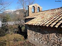 Façana meridional de Sant Lleí amb la Serra de Querol al fons a l'esquerra. Autor: Ricard Badia