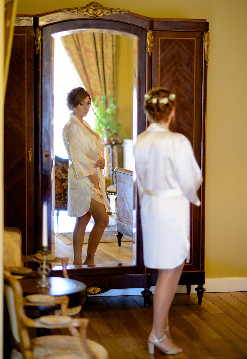 baltas vestuvinis nuotakos chalatas