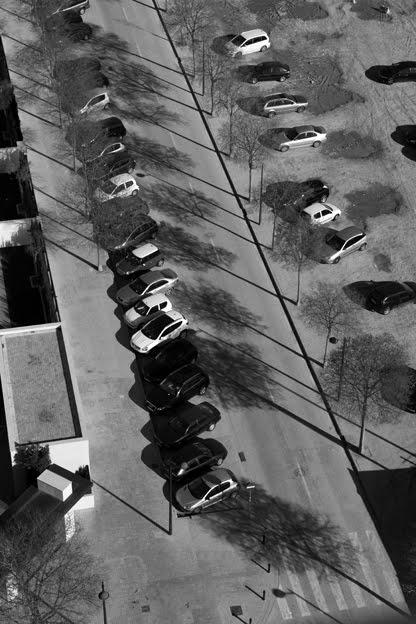 photo, parking, voiture, coche, car, street, Calle del Valle de Ayora, Valencia, rue vue du haut, Valencia, España, Espagne, Spain  © dominique houcmant
