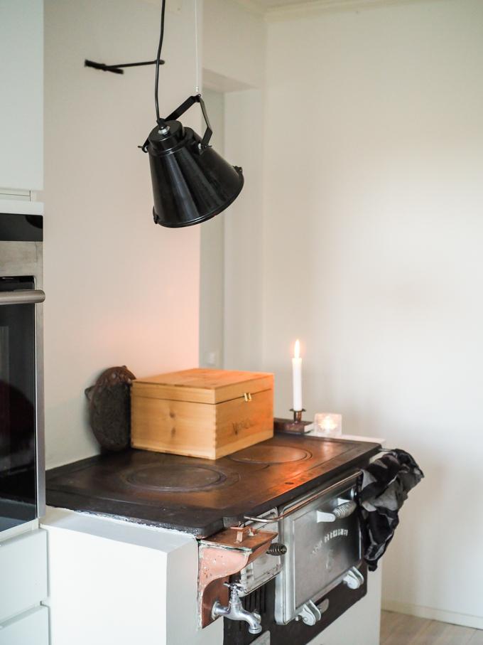 house doctor turku, taklampa base camp, musta valaisin tehdastyylinen
