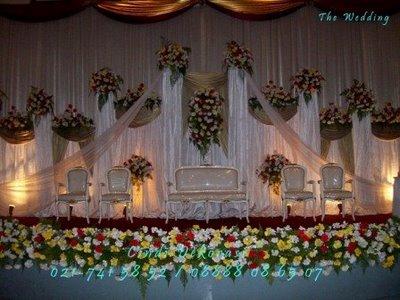 pada resepsi pernikahan mawar putih menggambarkan cinta