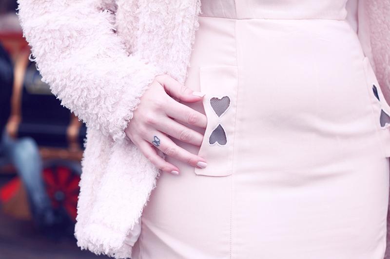 details robe asos rose coeurs