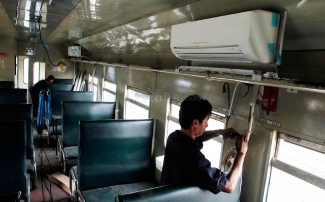 Foto Pemasangan AC Pada Kereta Ekonomi | Prima Kencana Rental