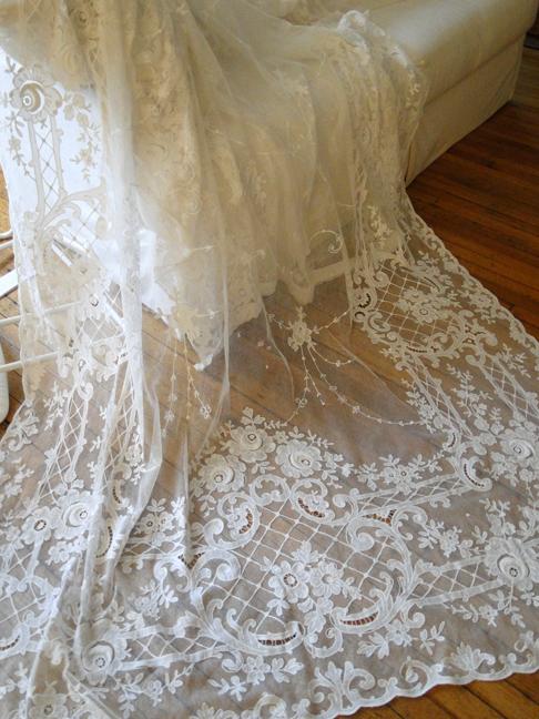 buyer seller of antique lace fine linens vintage