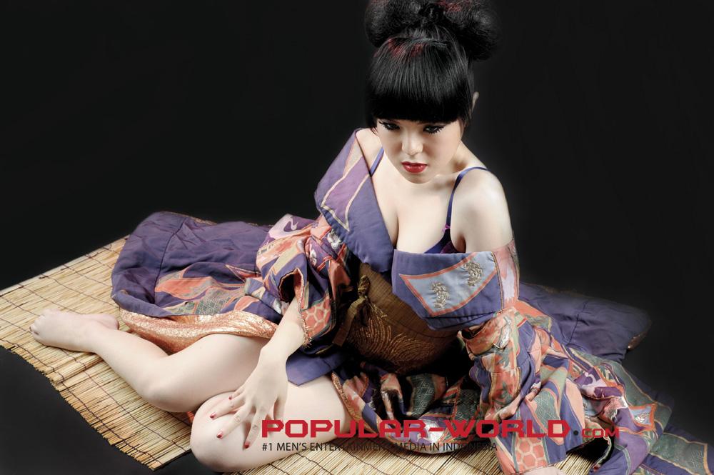 Foto Artis dan Model Majalah Popular
