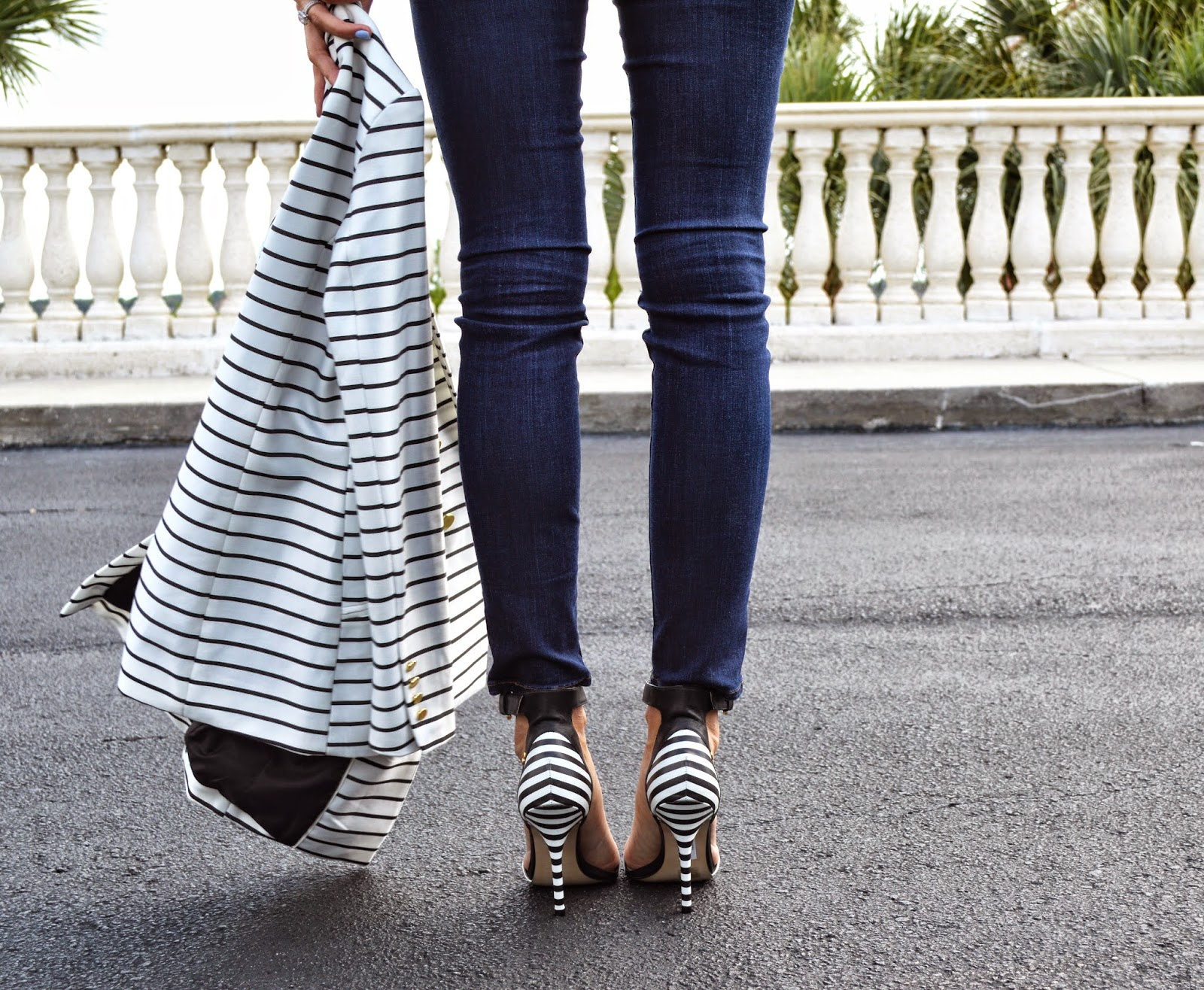 stripes on stripes, how to wear stripes, super fashionable blog, h&M striped jacket, black and white shoes, striped sandals, carmen steffens
