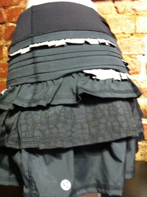lululemon back on track running skirt glacier lace print black
