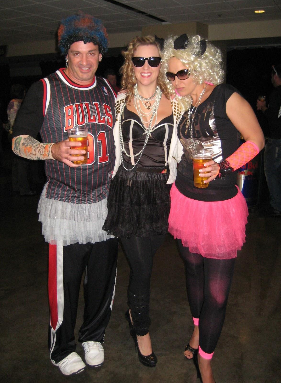 http://1.bp.blogspot.com/-k0aN939GmwM/ULVVb6r_KpI/AAAAAAAAo6U/-HboDjlK3Rk/s1600/Dennis+Rodman+at+Madonna+concert+tutu+funny+outfits+costume+pictures.jpg