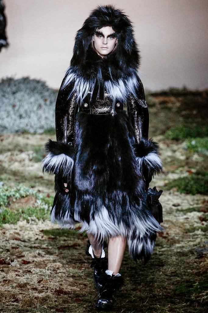 Alexander McQueen Paris Fashion Week Otoño Invierno 2014-2015 8
