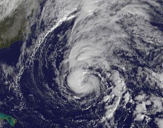 Tropischer Sturm SEAN voraussichtlich als Hurrikan bei Bermuda - Sturmwarnung aktiviert, Sean, aktuell, Satellitenbild Satellitenbilder, Bermudas, Sturmwarnung, Atlantik, November, 2011, Hurrikansaison 2011, Verlauf, Vorhersage Forecast Prognose, Zugbahn,