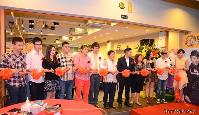 Ribbon Cutting Ceremony to mark the grand launch of Madam Wong's Steamboat @ Dataran C180 Balakong