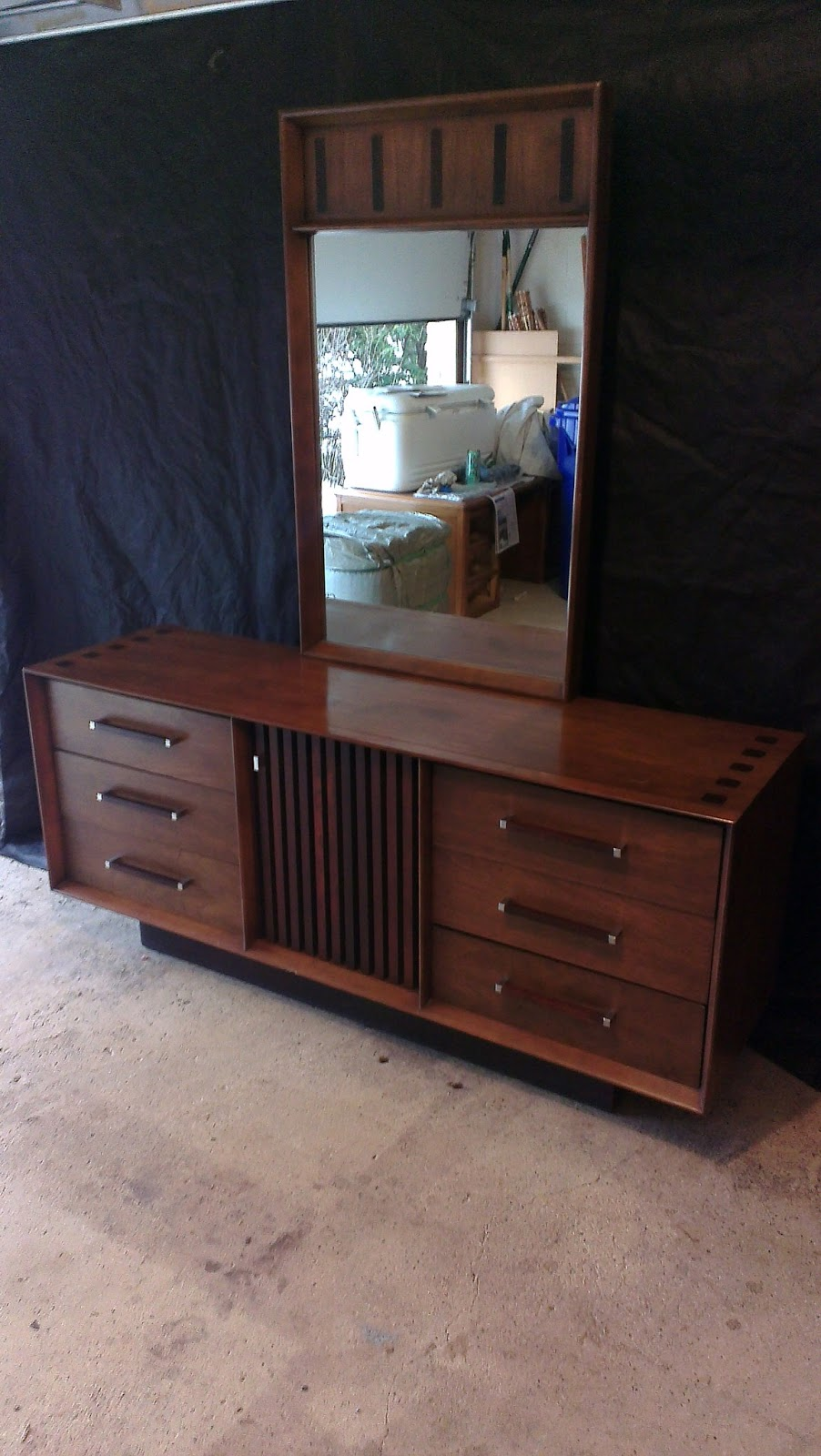 the retrospective modernist lane mid century modern walnut rosewood dresser w mirror sold. Black Bedroom Furniture Sets. Home Design Ideas