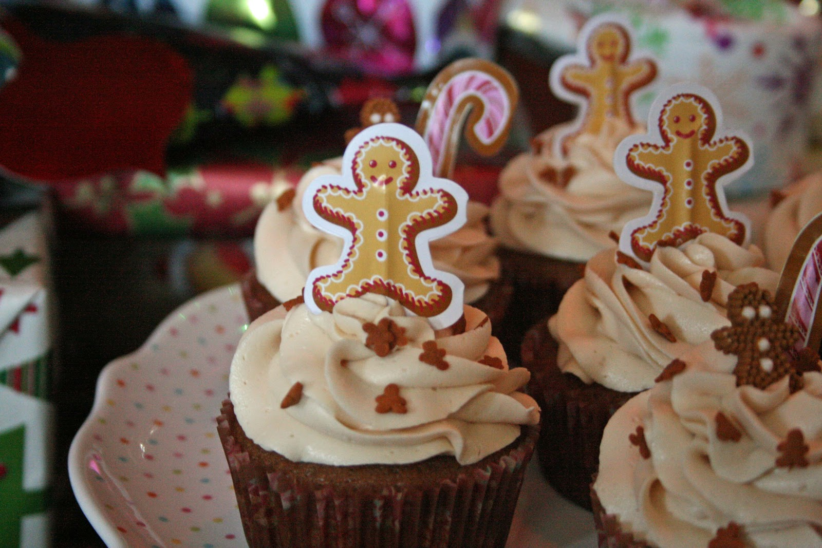lauralovescakes...: Gingerbread Cupcakes with Salted ...