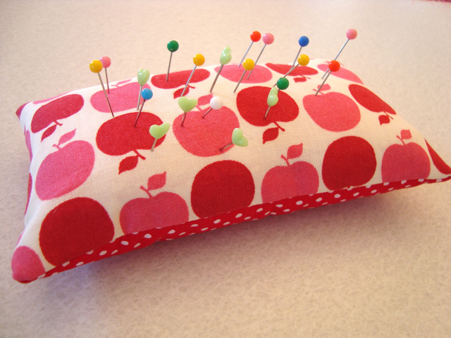 mousehouse: Sewing for beginners: Lesson one- A Pin Cushion