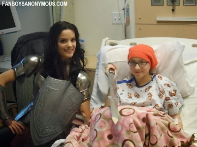 Lady Sif actress Jaimie Alexander visits sick children for Thanksgiving