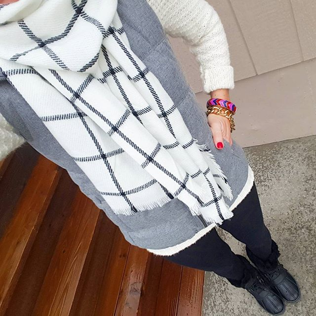 Old Navy Fleece Lined Vest // Old Navy Sweater (similar - on sale for only $16, regular $45!) // Merona Scarf // Zella Live In Leggings // Nine West Duck Boots (similar) // Bauble Bar Chain Link Bracelet (similar - 50% off!)
