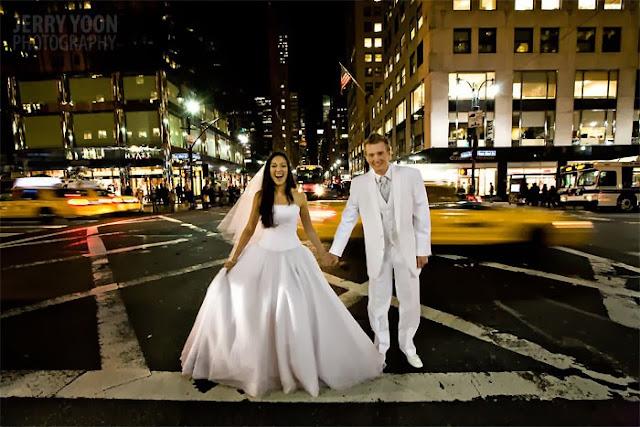 "<Img src = ""Melissa_Tristan_New_York_Post_Wedding-12.jpg"" alt = ""sesion postboda, ciudad, pareja novios"">"