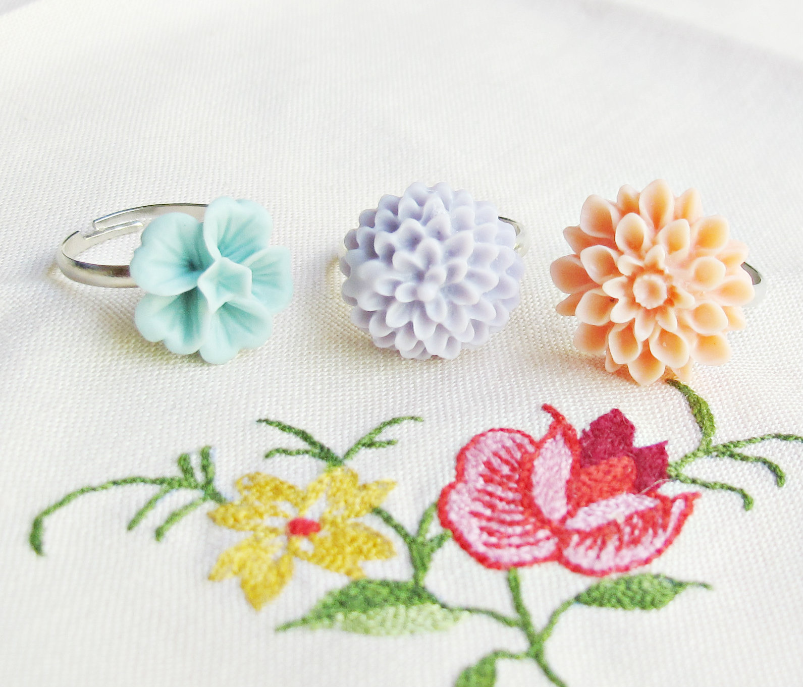 image pastelles ring set trio girls children lilac mauve peach apricot pastel blue turquoise grayed jade african violet pantone