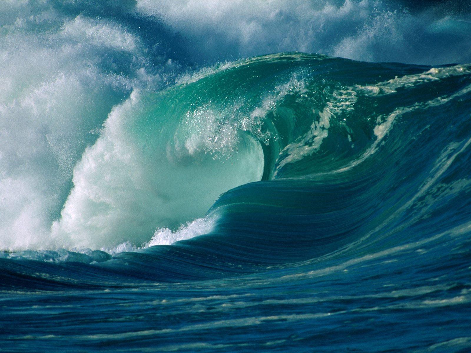 http://1.bp.blogspot.com/-k29v8gpMjnY/TtYzVp_gF9I/AAAAAAAAEUc/XntBenBWPF4/s1600/winter-surf-oahu-hawaii-----id-12378-1600x1200.jpg