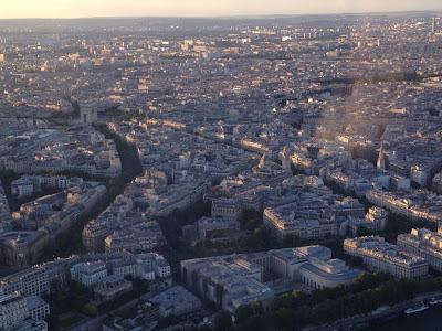 París. La Torre Eiffel. Que visitar en París. maravillosas vistas de la ciudad de París desde lo alto de la torre Eiffel en Paris