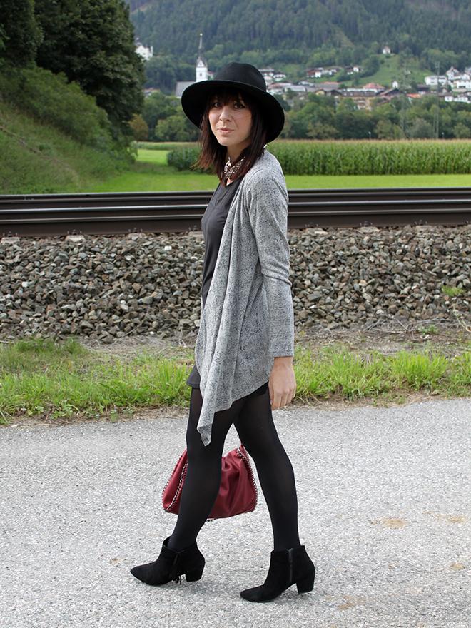 outfit_trend_fashionblogger_veromoda_kleid_schwarz_bordeaux_tasche