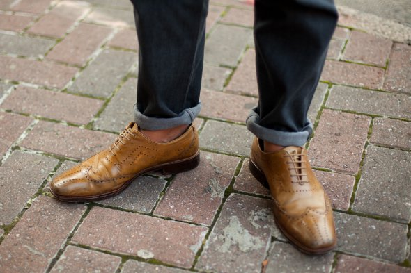 rolled jeans, wingtip shoes, no socks, mens street style