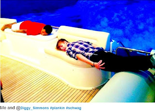 Justin Bieber  look so cute planking