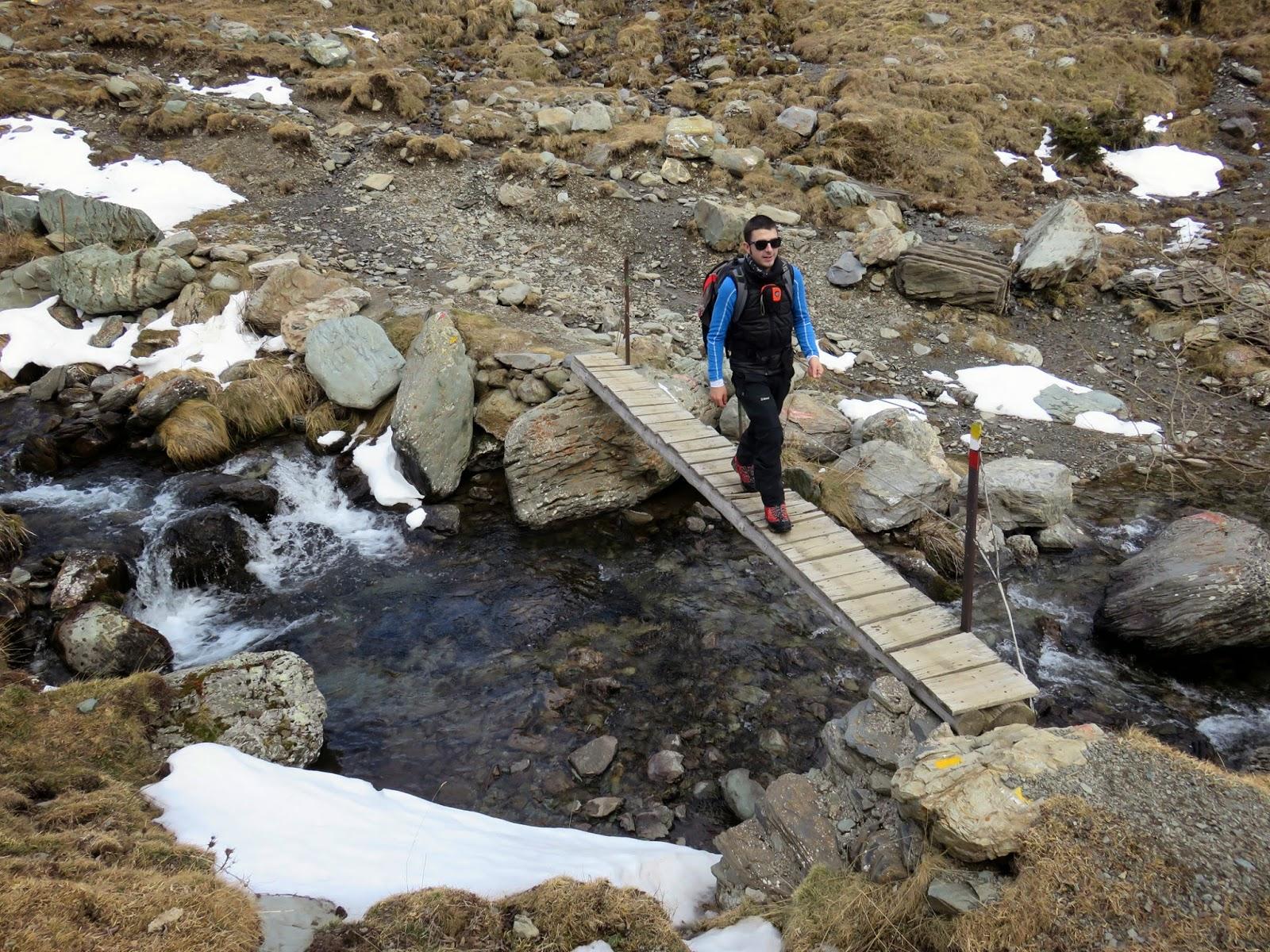 Puente en la Font de l'Home Mort en la ascensión al Puigmal.