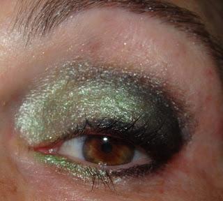 maquillajes de ojos verde y negro