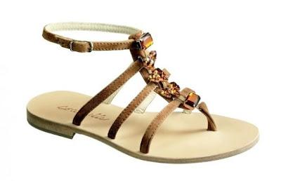 32 details Босоніжки: прикраса для жіночих ніжок