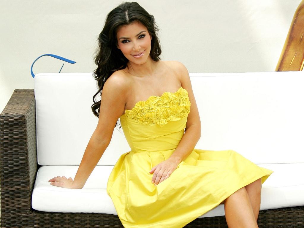 http://1.bp.blogspot.com/-k3plojWp0eo/TvDtQkeF5BI/AAAAAAAABs0/yJuOTjy3qC0/s1600/kim-kardashian+in+Yello+dress.jpg