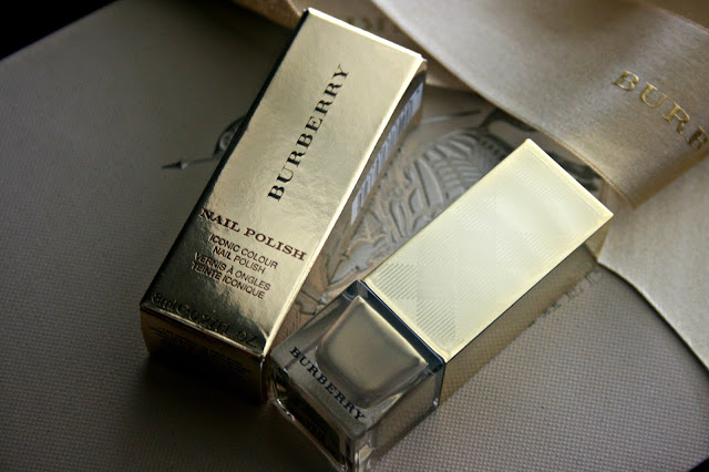 Burberry Beauty Nail Polish in Light Gold no.107