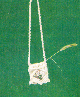 Как сплести маленькую сумочку в макраме? Схема плетения сумочки в макраме.