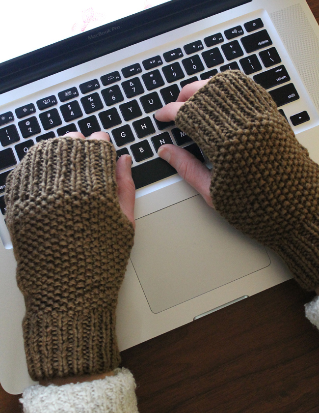 Knitting Pattern Fingerless Gloves Free : Lula Louise: Free Knitting Pattern   Fingerless Knitted Mitts