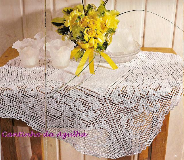 toalha em tecido com cortorno em croche filé