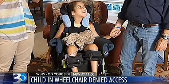 Kanak-kanak berkerusi roda dilarang masuk muzium, takut permaidani kotor.