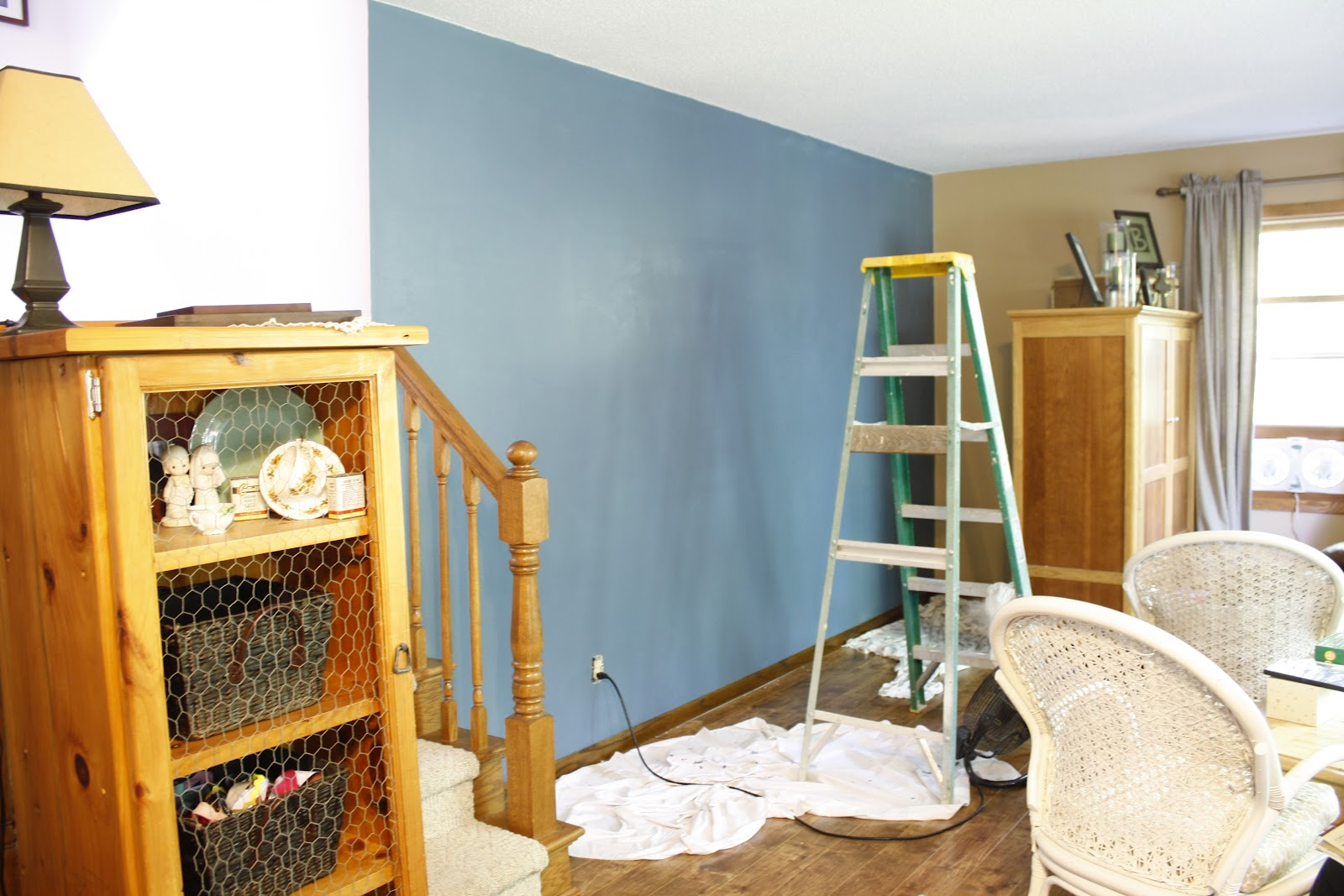 First i painted the tan walls a perty blue