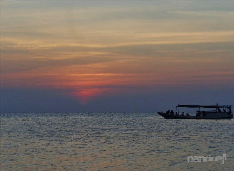 sunset di ujung gelam